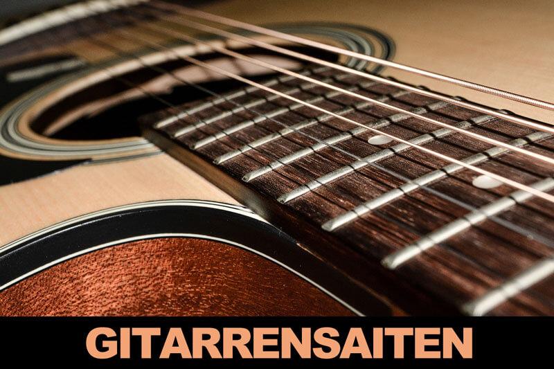 Gitarrensaiten aufziehen und stimmen
